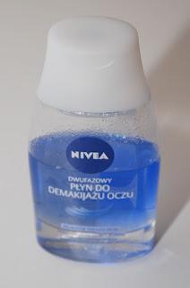 Nivea - dwufazowy płyn do demakijażu oczu.