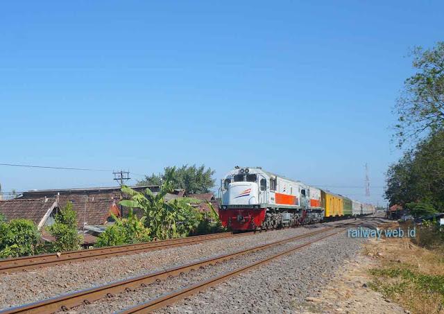 Gambar Kereta Api Sritanjung
