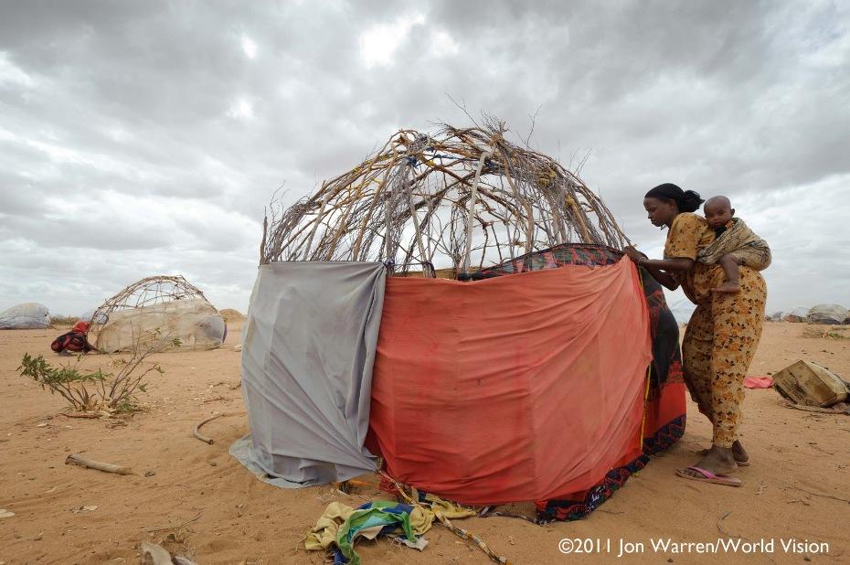 Isnino Siyat y su hijo Suleiman en el megacampo de refugiados somalíes de Dagahaley, Dadaab, Kenya.
