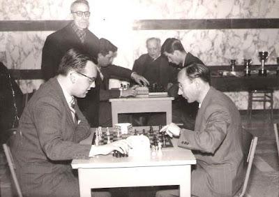 Lorenzo Ponce Sala jugando al ajedrez (1)