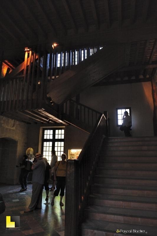 Escalier d'entrée du château comtal de Carcassonne photo blachier pascal