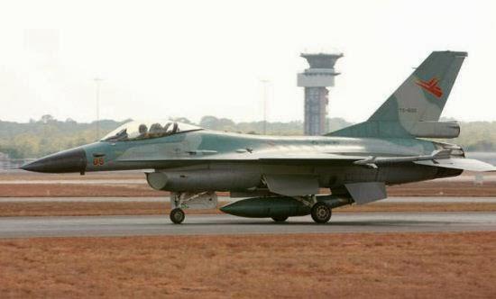 F-16 TNI AU di Darwin saat Latma Elang Ausindo 2009