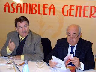 cipriano gonzález  y manuel bruno en una asamblea general de la fundacion premysa, de cuyo patronato tambien forma parte