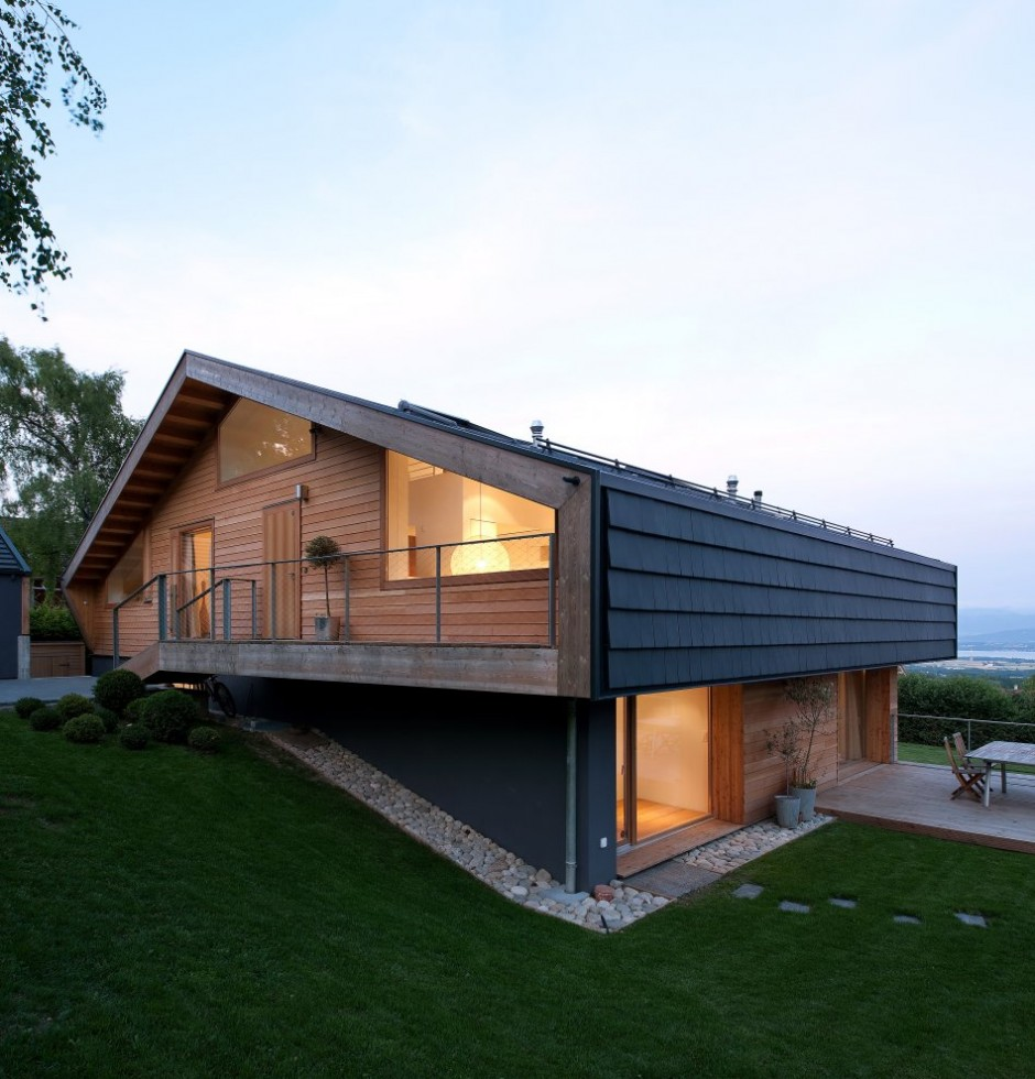 Modern minimalist swiss chalet most beautiful houses in the world for Chalet design contemporain