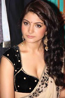Anushka sharma showing nice cleavage