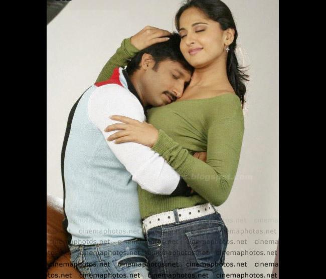 Anushka Shetty  exposing hot  kiss