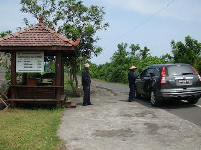 Loket masuk Pantai Kuwaru Bantul