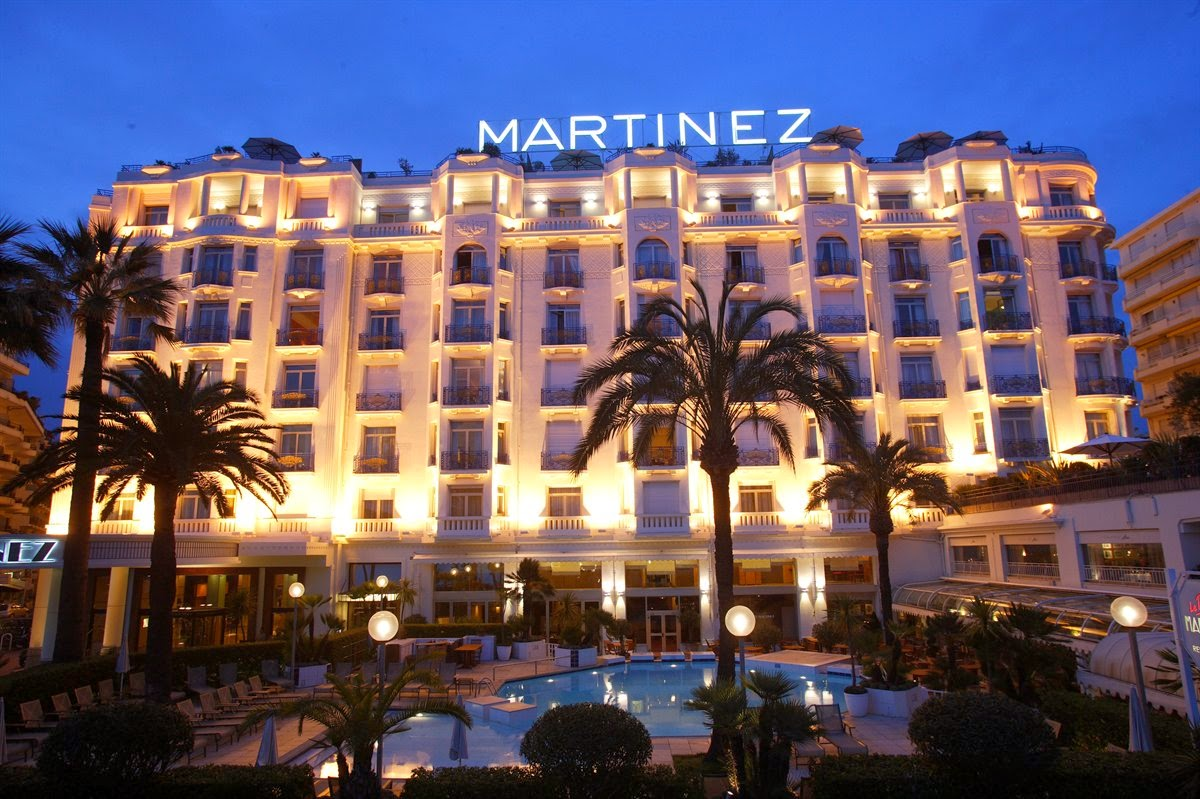 Passion for luxury grand hyatt cannes hotel martinez for Hotel france