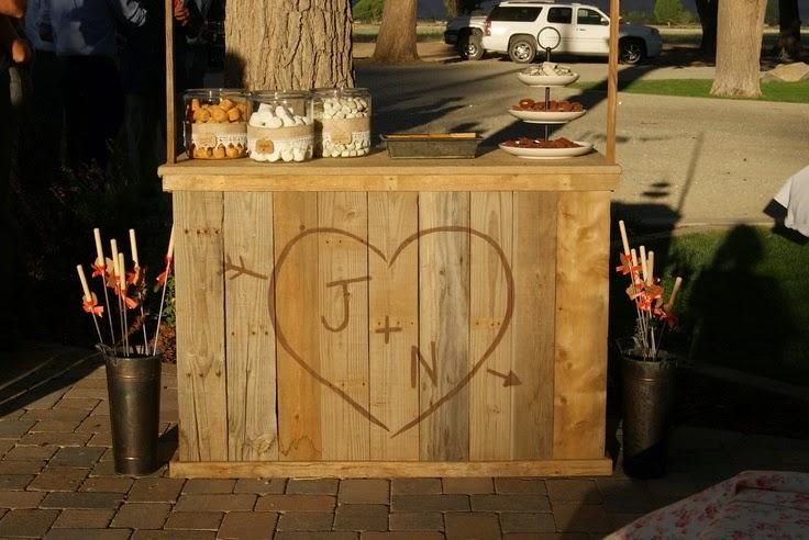 10 ideas para reciclar palets para bodas for Bar casero de madera