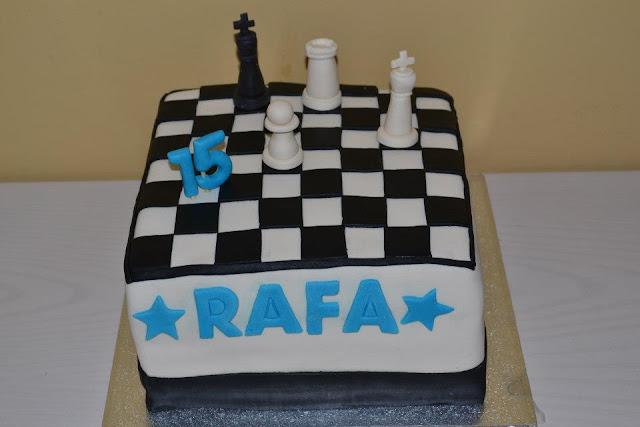 Tarta Fondant Tablero Ajedrez y jugada jaque mate fichas ajedrez
