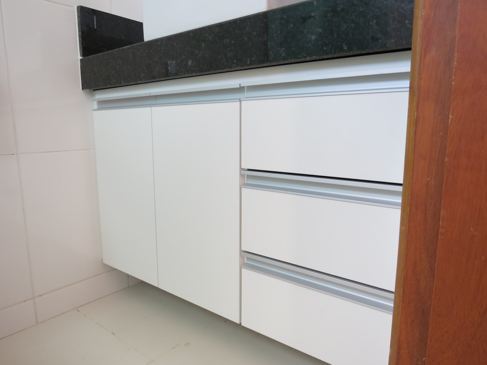 Lopes Armários Planejados: Armário para Banheiro (Padrão Branco  #82432E 1600x1200 Armario Banheiro Aluminio