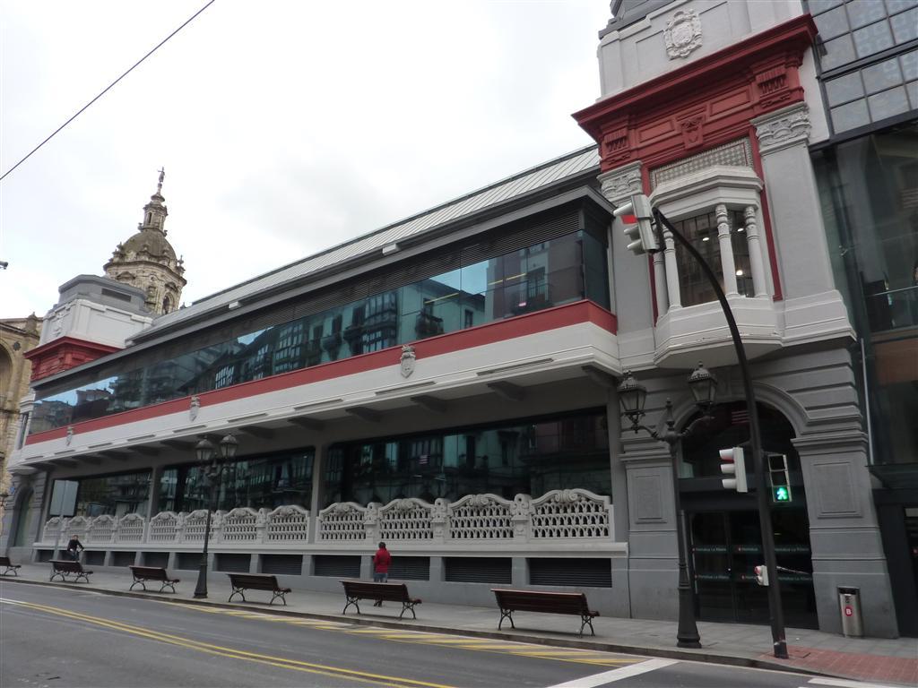 Mercado de la Ribera de Bilbao  Txemi ...en las afueras de Bilbao