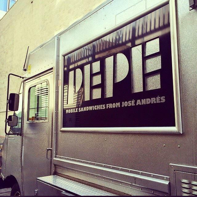 Camion de comida ambulante del concinero español José Andrés