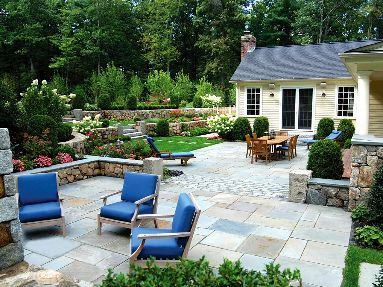 Outdoor Patio Area For Elegant Home Design With Fresh Courtyard