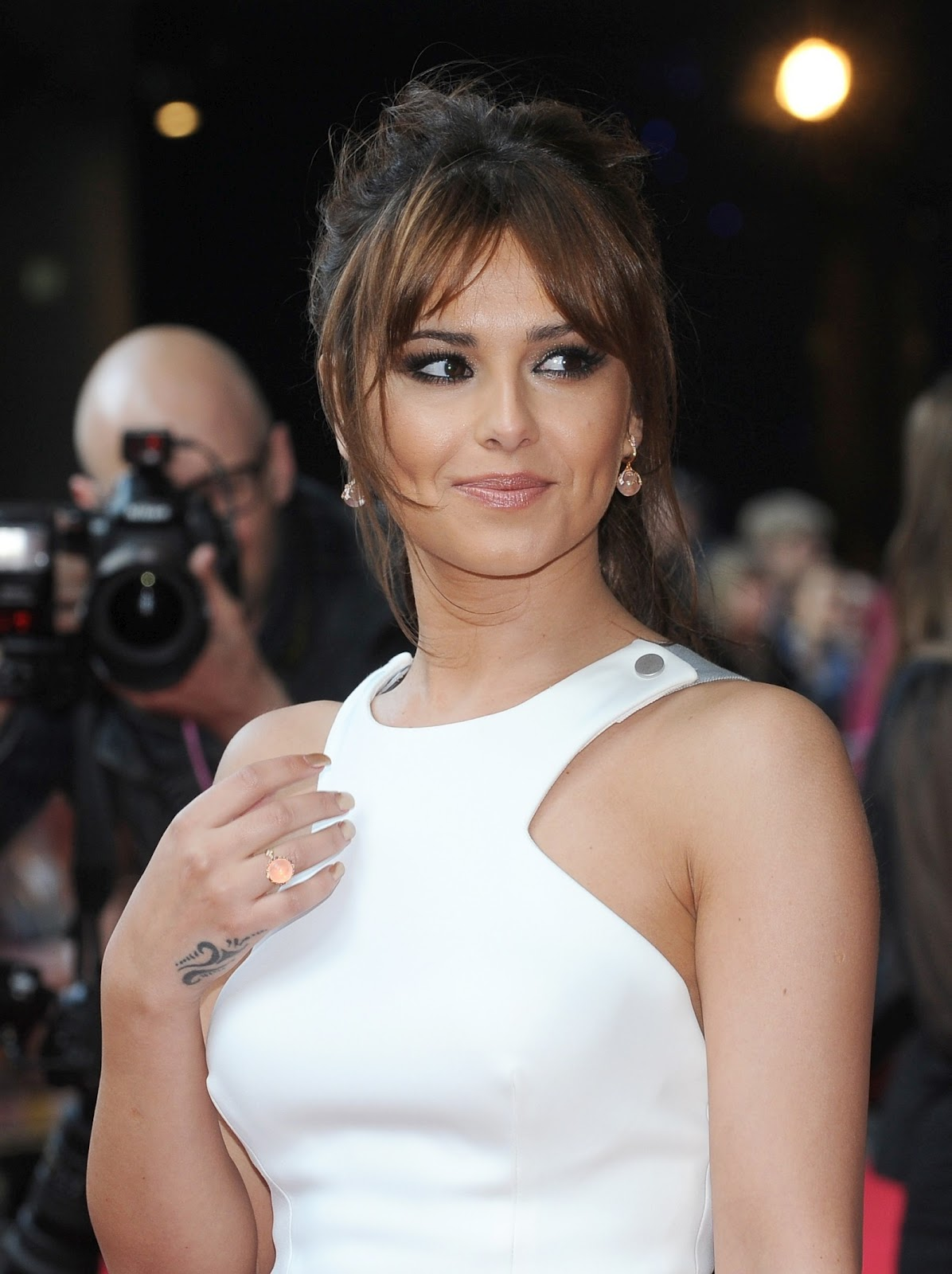 Bollytter: Cheryl Cole Hot Wallpapers in White