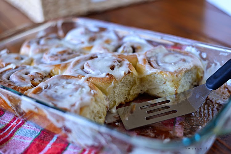 little bits: Everyday Cinnamon Rolls {recipe}