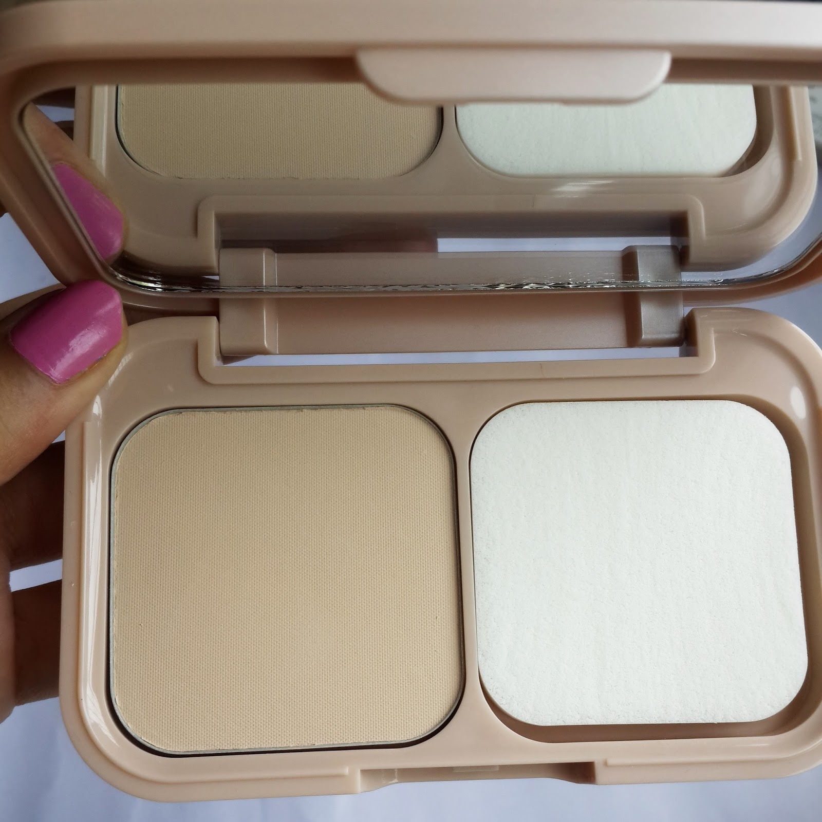 Ridzi Makeup Maybelline Dream Satin Two Way Cake Foundation Review Bedak Loreal Price Inr 550 Get Here