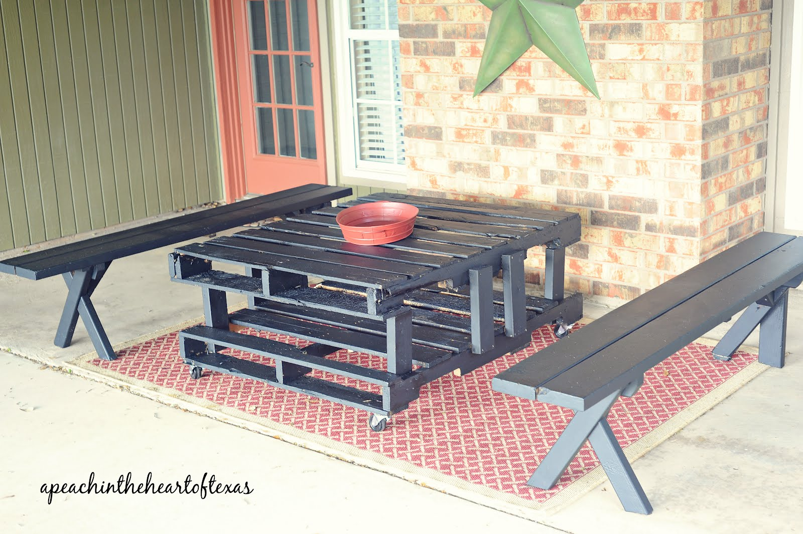 Patio Furniture Made with Pallets http://apeachintheheart.blogspot.com/2012/04/pallet-patio-table.html
