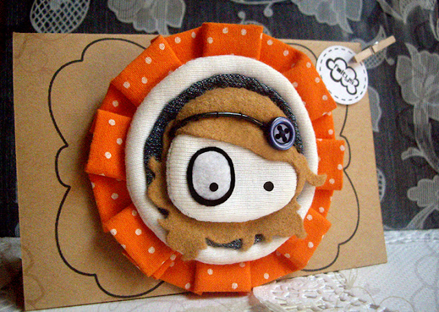 broche original foltys vs polka dots:orange & packaging-stand (100% handmade with ♥)