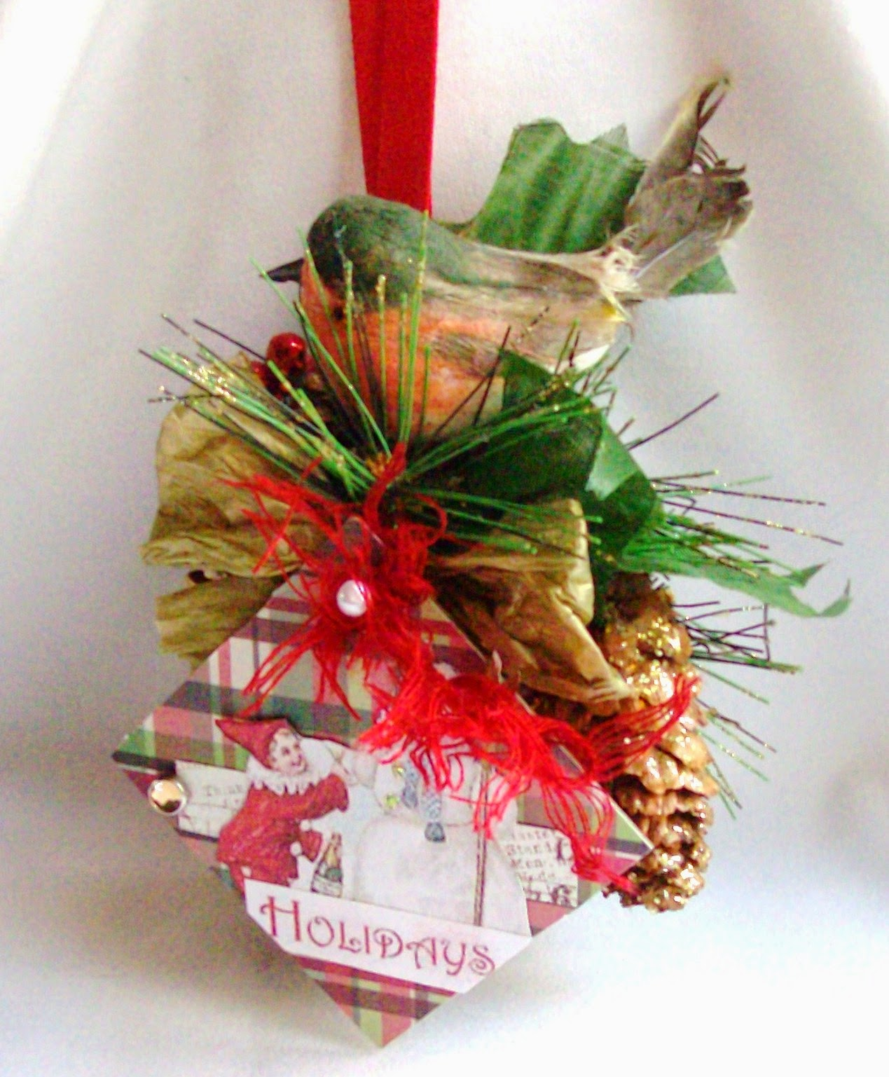 Mixed media altered crafts christmas pine cone ornaments for Christmas projects with pine cones