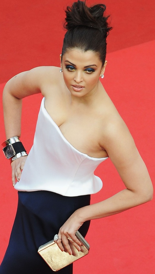 Hot Aishwarya Rai Bachchan Beauty Queen Of Bollywood