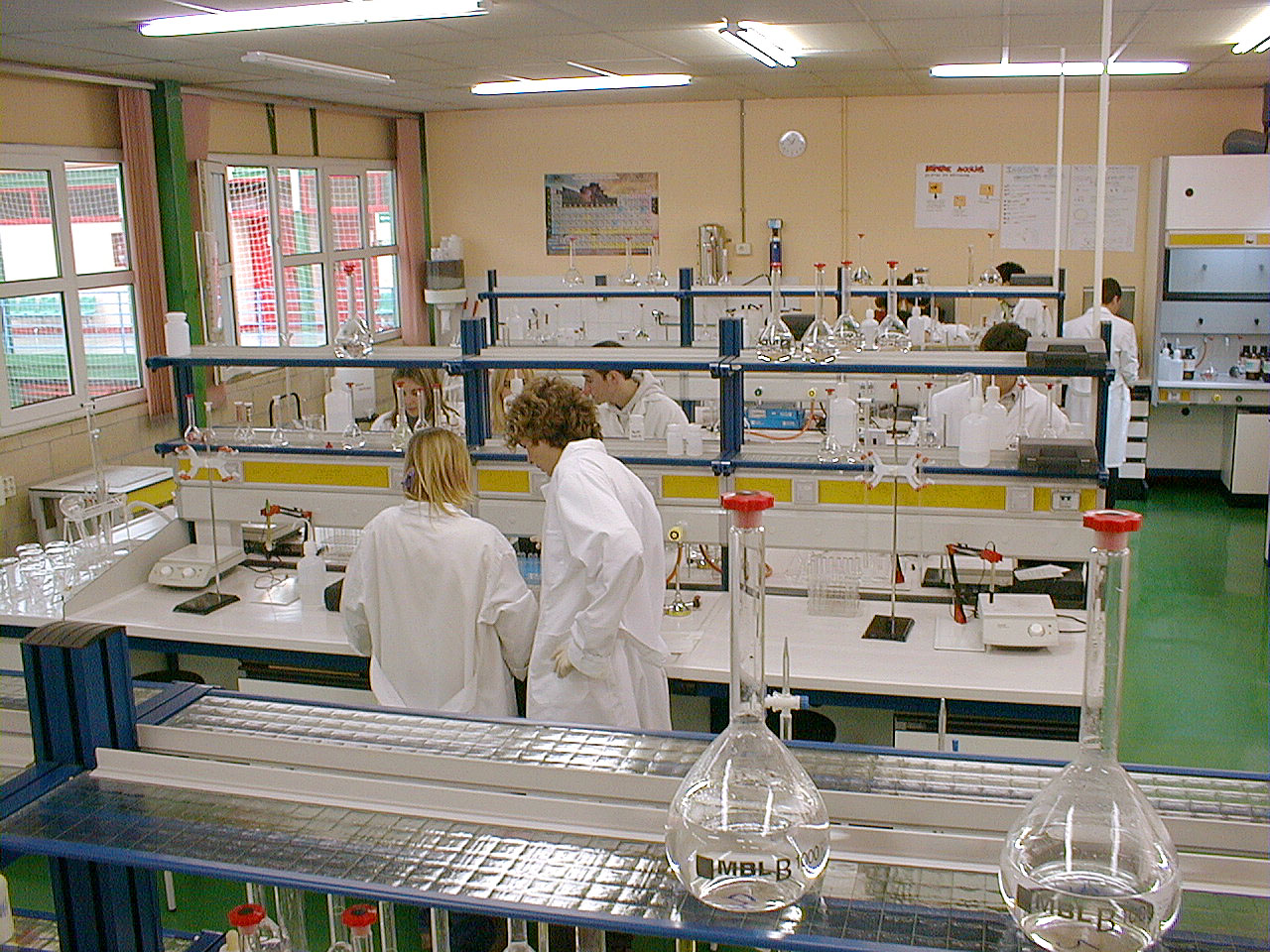 Curso de qu mica janet vega equipo y medidas de seguridad for Equipos de laboratorio