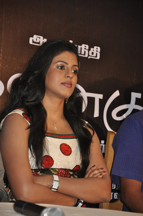 iniya @ mouna guru movie team press meet hot photoshoot
