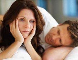اسباب تجعل المرأة تخاف من ممارسة الجنس مع زوجها - امرأة حزينة - sad woman