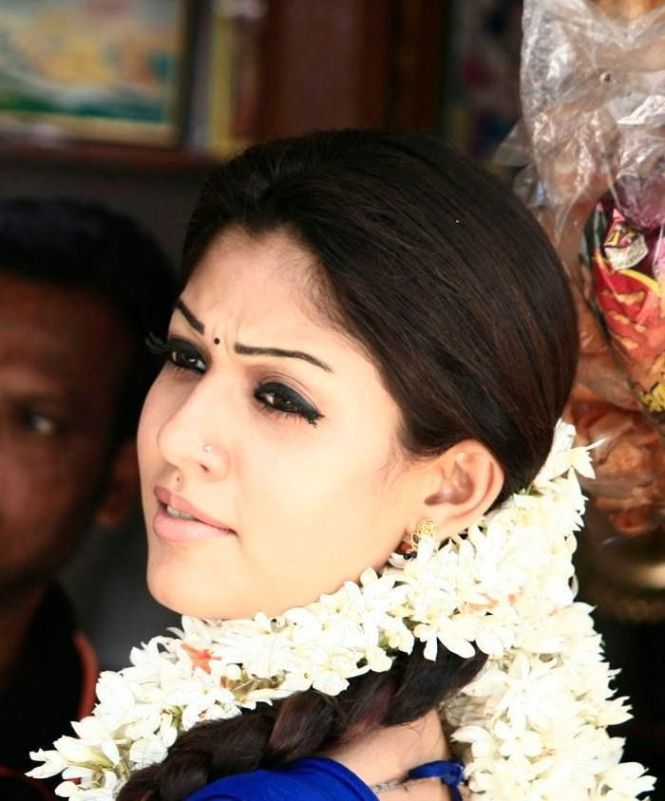 Nayanthara Hot In Saree Navel