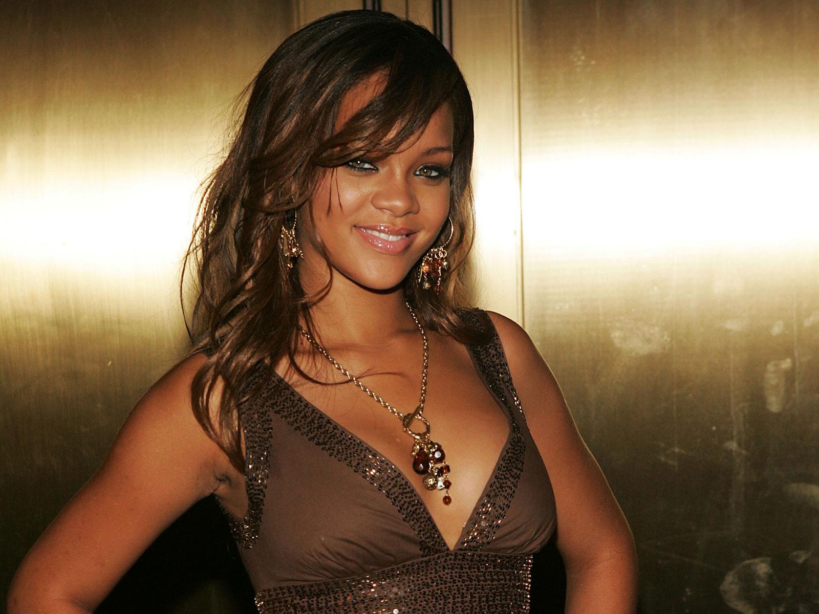 http://2.bp.blogspot.com/-vSs3HdTPpNw/T3Hkm5qaSwI/AAAAAAAAENQ/BayPXR-r598/s1600/Rihanna%2B1.jpg