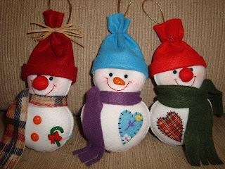 Bonecos de neve feito em feltro
