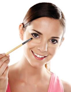 Disimular las ojeras con maquillaje