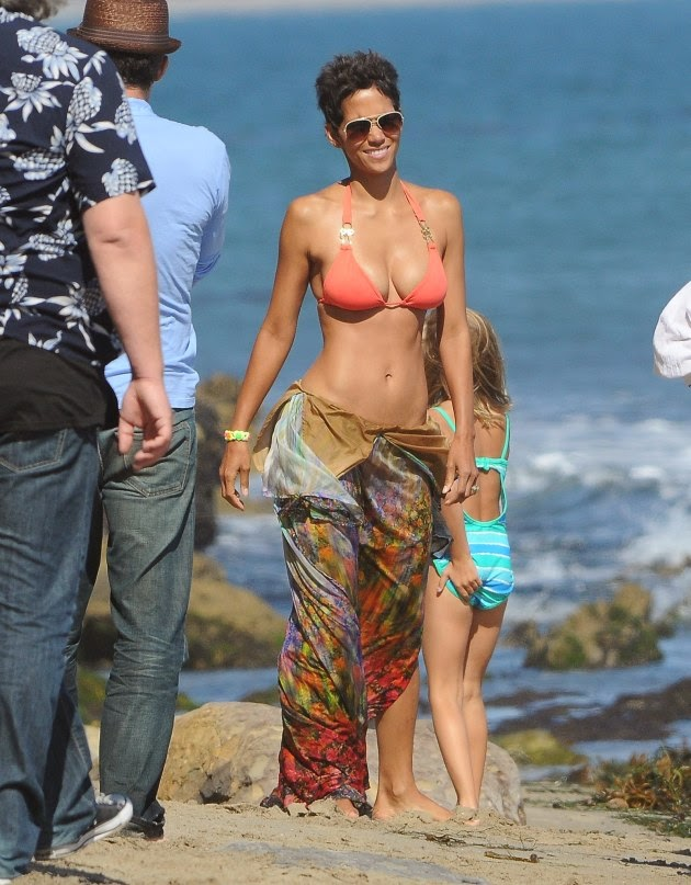 Холли Берри является 45 лет? Проверьте ее бикини телa на этoй фотографии