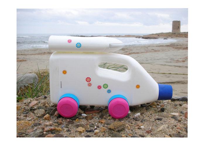 Amigos por el mundo como reutilizar una botella de plastico 2 for Juguetes de plastico
