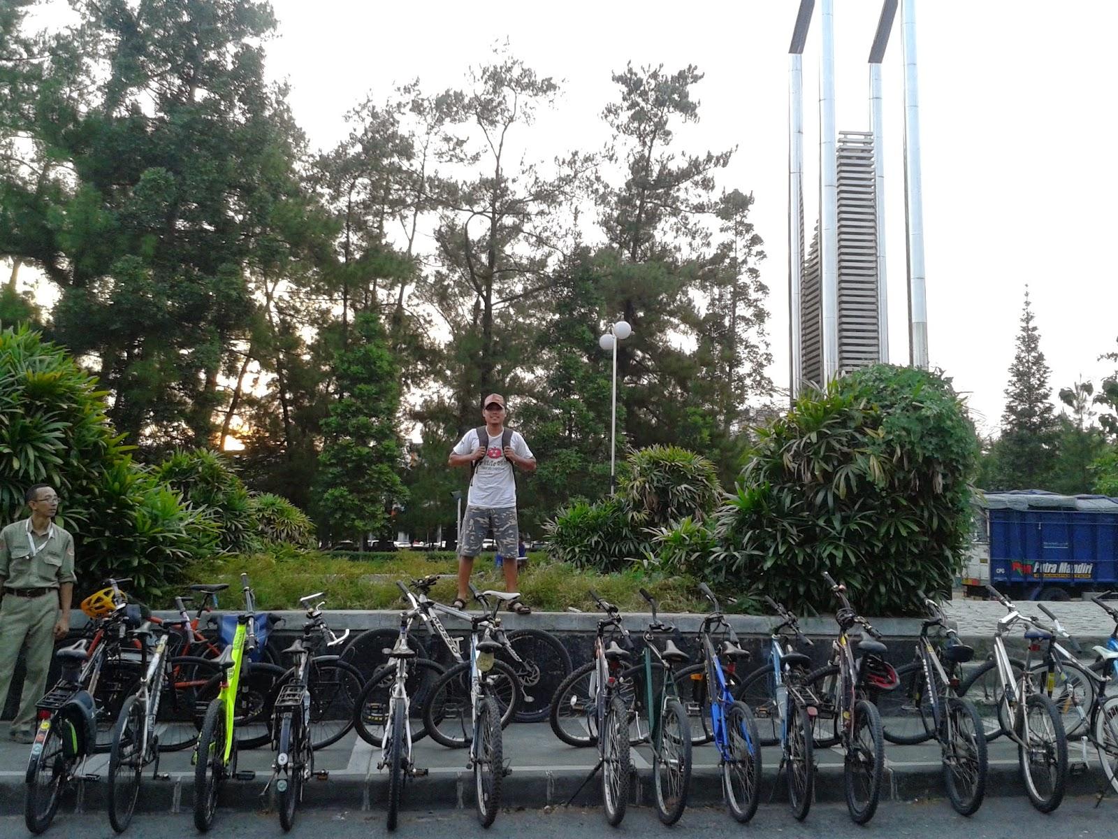 Sepedanya terpakir rapi lagi
