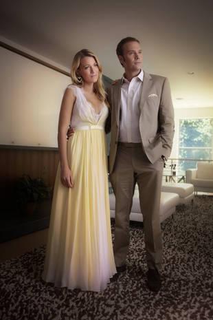 бело-желтое легкое платье