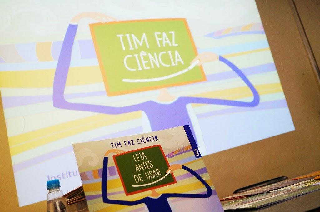 Professoras e alunos recebem vasto material do programa 'TIM faz Ciência'