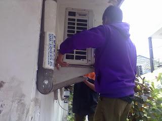 Service bongkar pasang outdoor dan pengisian freon Perum puri surya jaya