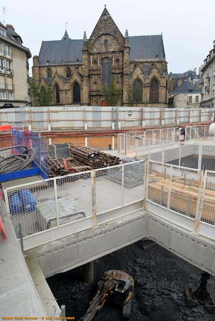 La Place Saint-Germain actuellement, vue du quai Chateaubriand...