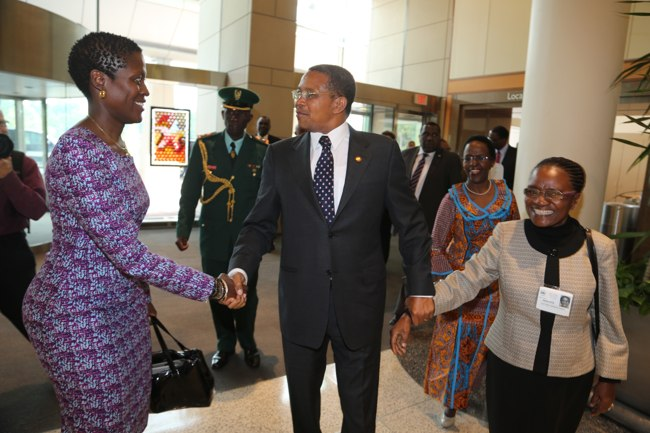 President Jakaya Mrisho Kikwete with Reasearch fellow and Senior Lecturer at the Muhimbili University of Health Sciences, Dr Julie Makani (left) and Prof. Mwaikambo during his familiarisation tour of the National Institutes of Health (NIH) in Washington DC July 2, 2014