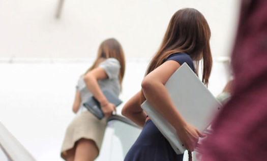 escalator-skirt-girl
