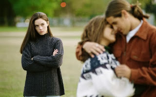 4 Cara Sembuhkan Sakit Hati Karena Diselingkuhi