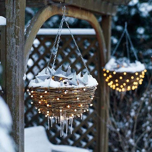Vianočné dekorácie v záhrade