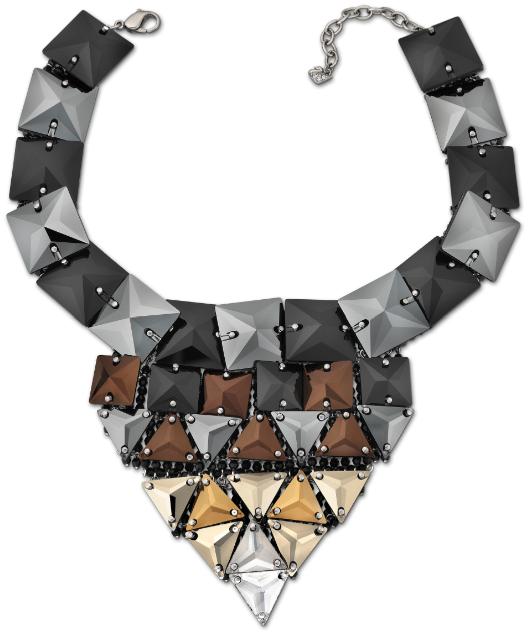 Igualmente medieval, el collar Supreme, inspirado en la cota de malla con un original acabado en el que la malla se suspende de un tubo metálico y un