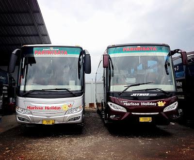 Foto bus pariwisata Jetbus HDSE dan Skyliner PO Marissa Holiday
