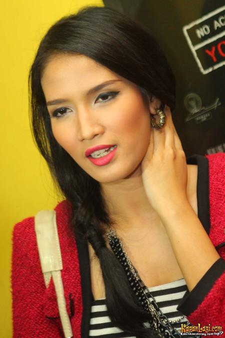 aulia sarah artis cantik foto hot artis