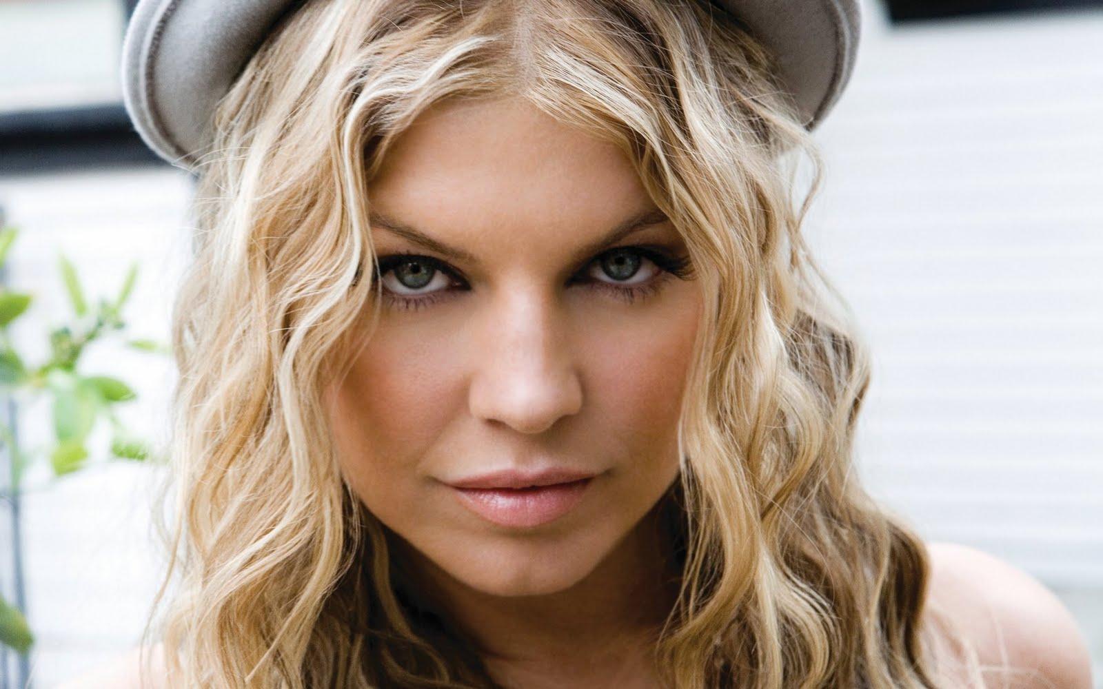 http://2.bp.blogspot.com/-vV5Bf1Nf0mE/TY7zZkJLyKI/AAAAAAAAMAM/clamlUJi1j4/s1600/american_singer_actress_fergie_wallpapers+%283%29.jpg