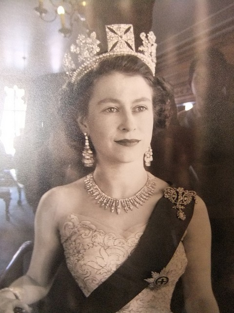 gender politics and queen elizabeth essay Read the dramaturgy essay   who is begging her cousin queen elizabeth for mercy while the queen  'king elizabeth' explores gender politics at.
