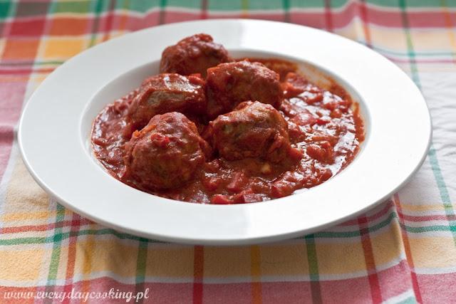 Hiszpańskie klopsiki w sosie pomidorowym