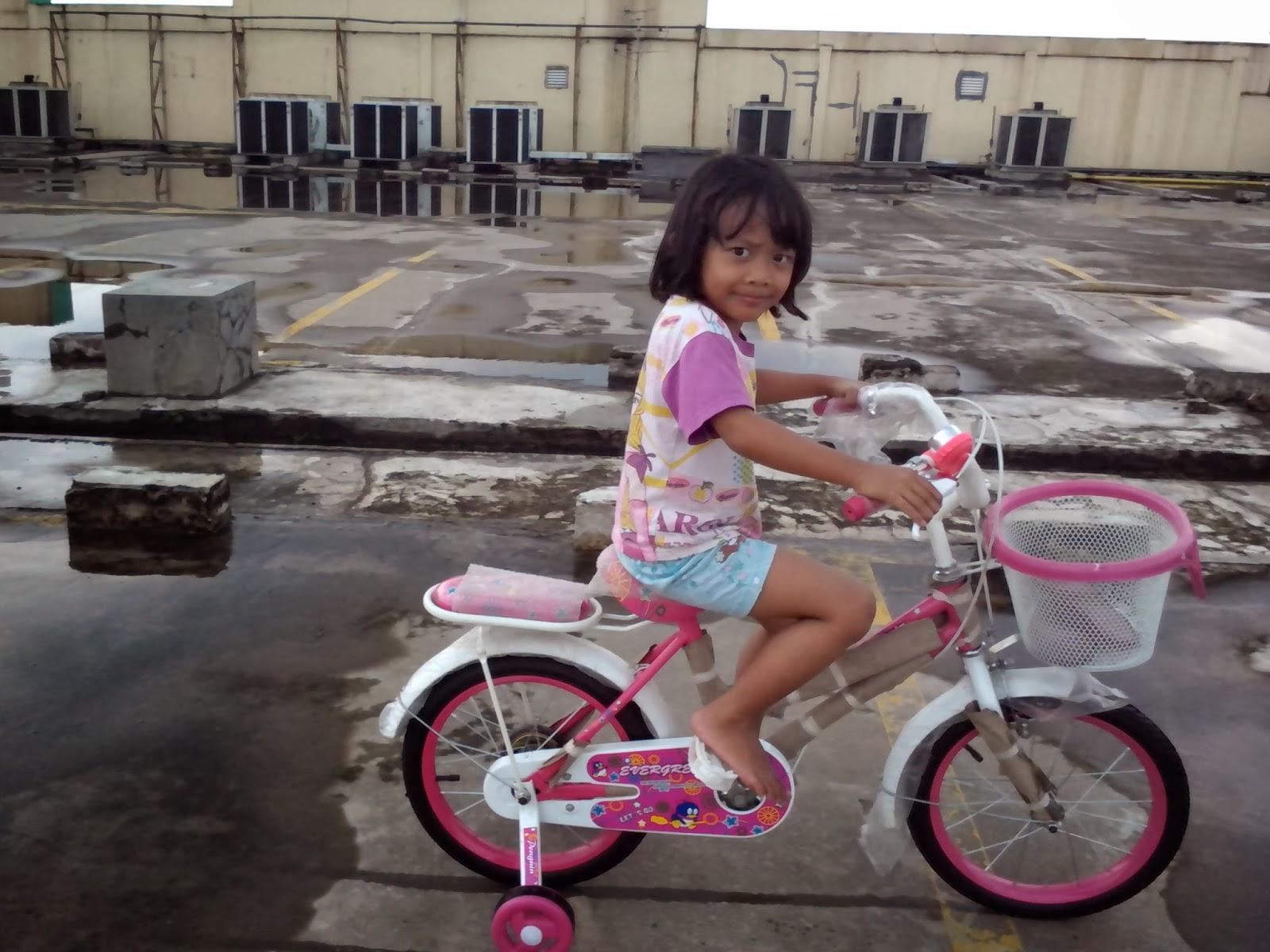 Keira Belajar Sepeda 1